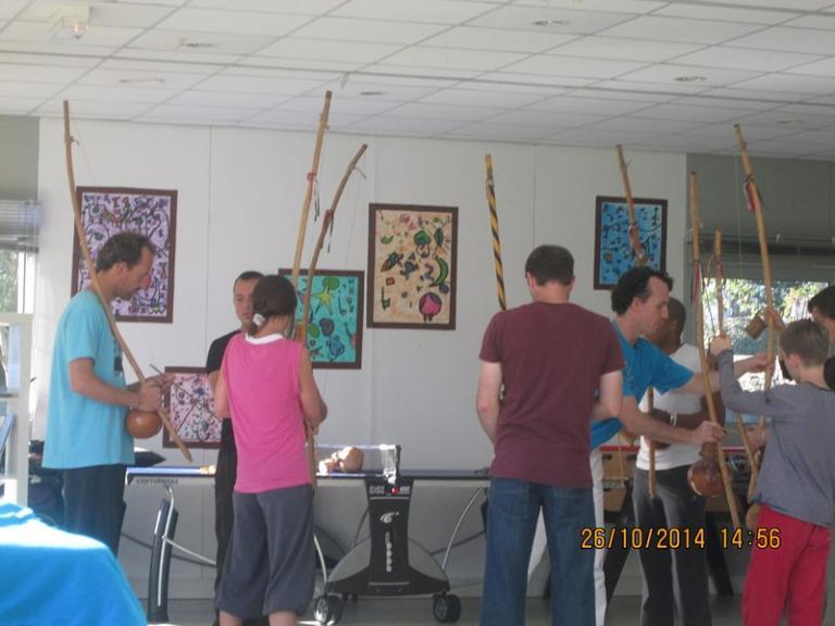 atelier berimbau avec les adultes